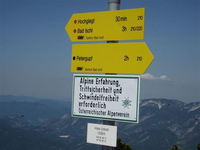 Foto: Jogal / Wander Tour / Überschreitung der Hohen Schrott / Auf der Hohenschrott; Wegweiser (Hochglegt 30 min, bad Ischl 3 Std, Petergupf 2 Std) / 22.05.2007 06:21:12