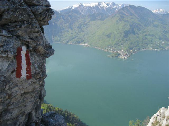 Foto: Alpinfreunde / Wander Tour / Kleiner Schönberg bei Gmunden / Blick vom Gipfel auf den Traunsee / 10.01.2007 18:45:07