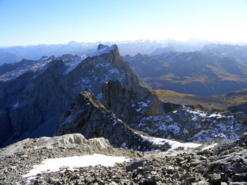 Foto: vince 51 / Wander Tour / Grosser Drusenturm, 2830m / Mittlerer und kleiner Turm, dahinter Sulzfluh / 28.01.2007 21:21:58