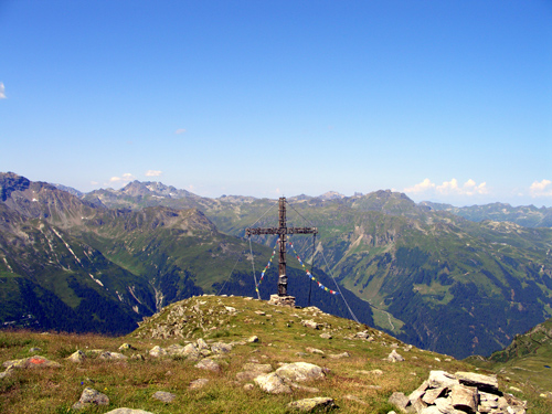 Foto: vince 51 / Wander Tour / Tafamunt - Versalspitze / Gipfelkreuz  Versalspitze / 20.03.2007 22:57:43