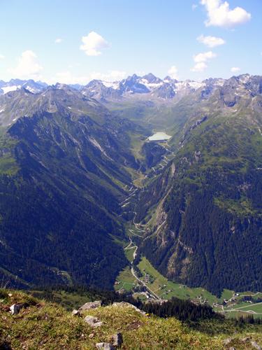 Foto: vince 51 / Wander Tour / Tafamunt - Versalspitze / Silvretta-Hochalpenstrasse von der Versalspitze / 20.03.2007 22:56:49