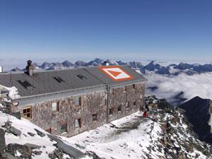Foto: Andreas Koller / Wander Tour / Großglockner-Überschreitung von Kärnten nach Osttirol als Tagestour (3798 m) / Die Erzherzog Johann Hütte / 01.02.2007 02:55:11