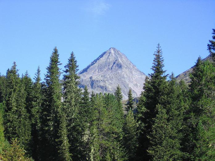 Foto: Andreas Koller / Wander Tour / Petzeck - höchster Gipfel der Schobergruppe (3283 m) / Über dem Debanttak thront der Glödis (3206 m) / 18.08.2007 12:48:15