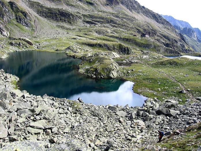 Foto: Andreas Koller / Wander Tour / Petzeck - höchster Gipfel der Schobergruppe (3283 m) / Blick auf die Seen und die Wangenitzseehütte / 18.08.2007 12:43:55