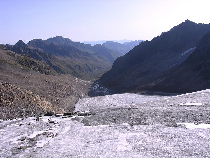 Foto: Andreas Koller / Wander Tour / Ruderhofspitze - eine anspruchsvolle Gletschertour im Stubai (3474 m) / Blick vom Alpeiner Ferner Richtung Franz Senn Hütte / 08.08.2007 13:25:48