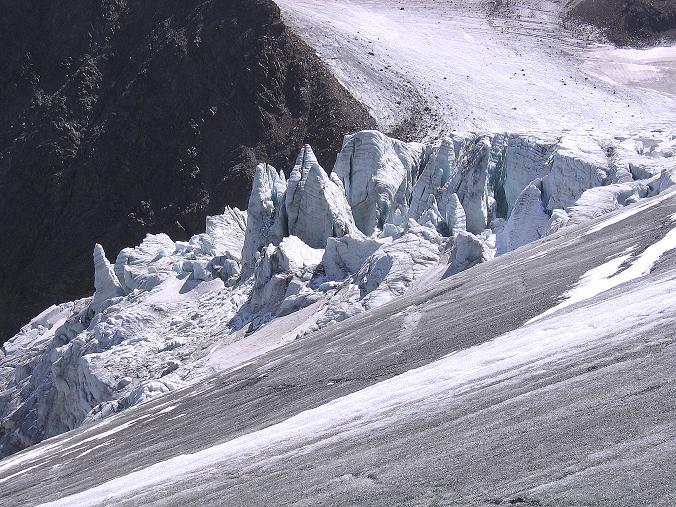 Foto: Andreas Koller / Wander Tour / Ruderhofspitze - eine anspruchsvolle Gletschertour im Stubai (3474 m) / Gletscherbruch des Alpeiner Ferners / 08.08.2007 13:24:46