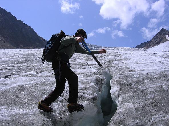 Foto: Andreas Koller / Wander Tour / Ruderhofspitze - eine anspruchsvolle Gletschertour im Stubai (3474 m) / Spalten am Alpeiner Ferner / 08.08.2007 13:24:31