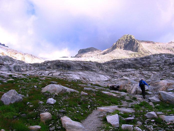 Foto: Andreas Koller / Wander Tour / Stubacher Sonnblick (3088 m) / Zunge des Sonnblickkeeses gegen Hohe Fürlegg (2947 m) / 17.08.2007 13:18:06