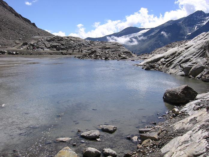 Foto: Andreas Koller / Wander Tour / Über die Oberwalderhütte auf den Johannisberg (3463 m) / Gletschersee am Südlichen Bockkarkees / 28.05.2007 23:43:33