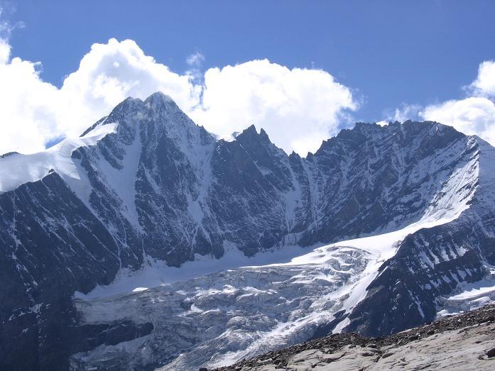 Foto: Andreas Koller / Wander Tour / Über die Oberwalderhütte auf den Johannisberg (3463 m) / Großglockner (3798 m) vom Weg zur Oberwalderhütte / 28.05.2007 23:38:11