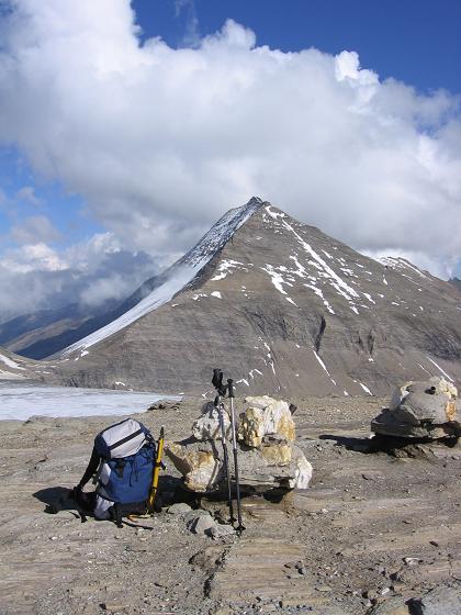 Foto: Andreas Koller / Wander Tour / Über die Oberwalderhütte auf den Johannisberg (3463 m) / Blick von der Oberwalderhütte nach NO auf den Fuscherkarkopf (3331 m) / 28.05.2007 23:39:27