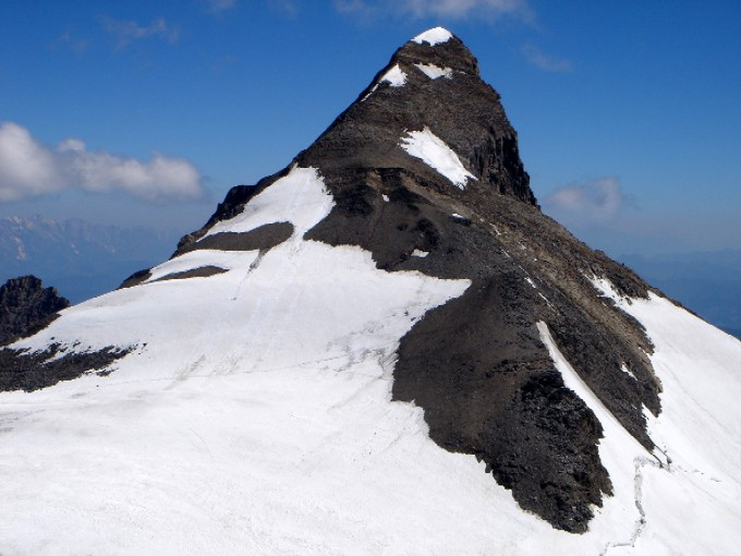 Foto: Manfred Karl / Wander Tour / Vom Mooserboden auf das Große Wiesbachhorn (3564 m) / Blick vom Htr. Bratschenkopf gegen den Gipfelaufbau des Großen Wiesbachhornes. / 26.04.2007 06:59:42