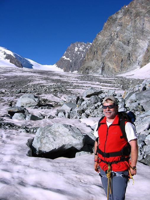 Foto: Andreas Koller / Wandertour / Vom Felskinn über die Britannia Hütte auf das Strahlhorn (4190 m) / Am Allalingletscher gegen Adlerpass (3789 m) / 10.08.2007 16:30:14