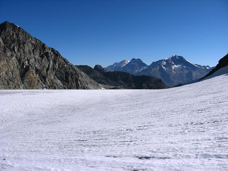 Foto: Andreas Koller / Wander Tour / Vom Felskinn über die Britannia Hütte auf das Strahlhorn (4190 m) / Am Allalingletscher / 10.08.2007 16:29:10
