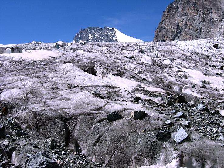 Foto: Andreas Koller / Wander Tour / Vom Felskinn über die Britannia Hütte auf das Strahlhorn (4190 m) / Das Rimpfischhorn (4190 m) über dem Allalingletscher / 10.08.2007 16:25:42