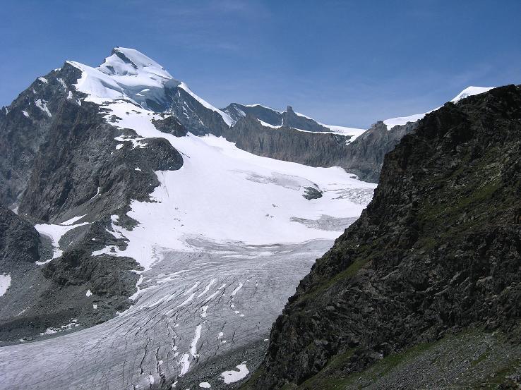 Foto: Andreas Koller / Wandertour / Vom Felskinn über die Britannia Hütte auf das Strahlhorn (4190 m) / Das Allalinhorn (4027 m) über dem Hohlaubgletscher  / 10.08.2007 16:22:40