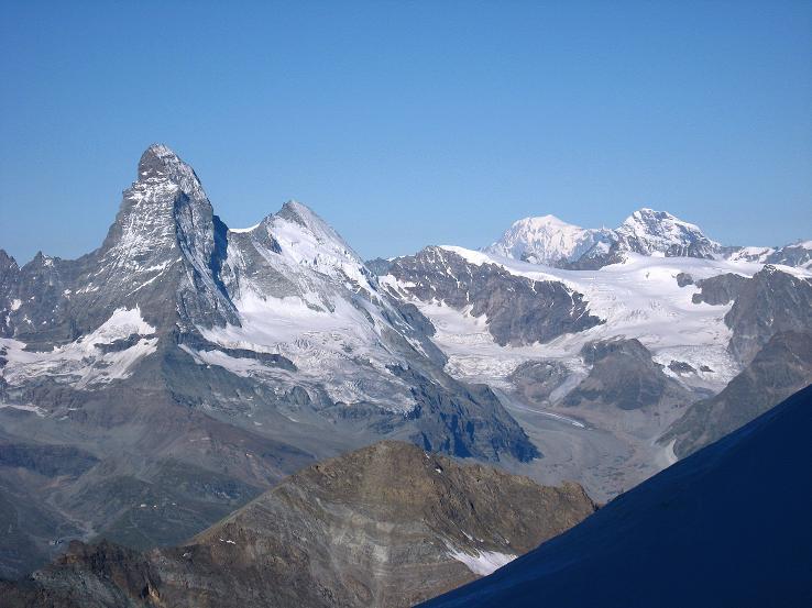 Foto: Andreas Koller / Wander Tour / Allalinhorn - Modeberg über Saas Fee (4027 m) / Matterhorn (4478 m) und Montblanc (4810 m)  im SW / 09.08.2007 14:55:35