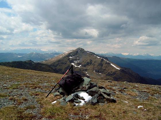 Foto: Andreas Koller / Wandertour / Große Turracher Gipfel-Runde (2441 m) / Blick vom Wintertaler Nock auf den Eisenhut / 09.05.2007 21:10:43