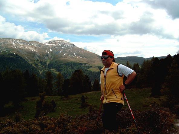 Foto: Andreas Koller / Wander Tour / Große Turracher Gipfel-Runde (2441 m) / Aufstieg zum Eisenhut mit Wintertaler Nock im Hintergrund / 09.05.2007 21:07:17