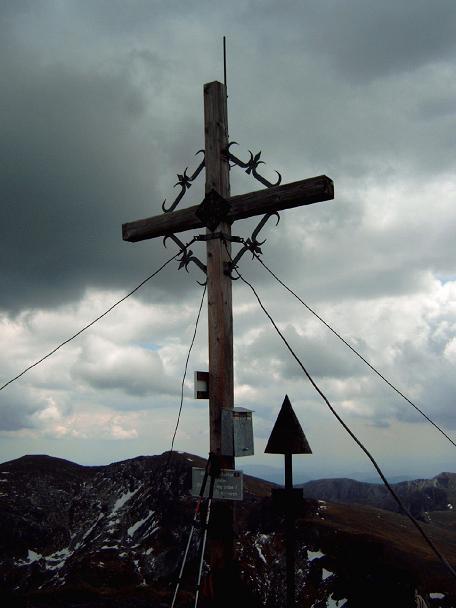 Foto: Andreas Koller / Wandertour / Große Turracher Gipfel-Runde (2441 m) / Eisenhut - Gipfelkreuz / 09.05.2007 21:09:26
