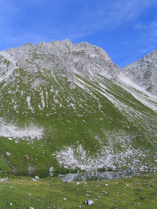 Foto: Andreas Koller / Wander Tour / Von der Franz-Fischer-Hütte auf den Stierkarkopf und die Wildkarhöhe (2514 m) / Zaunersee mit der Wildkarhöhe / 17.08.2007 10:26:35