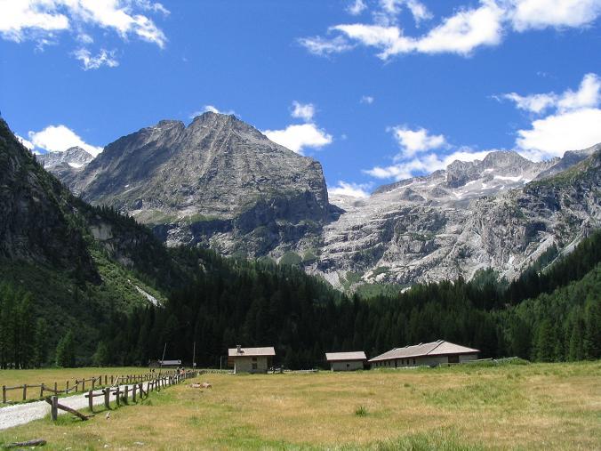 Foto: Andreas Koller / Wander Tour / Cresta Croce und Cannone 149 (3330 m) / Talschluss im Val Genova beim Rif. Bedole / 15.05.2007 23:41:08