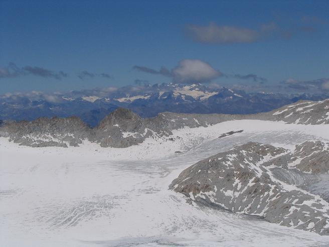 Foto: Andreas Koller / Wandertour / Cresta Croce und Cannone 149 (3330 m) / Ghiacciaio del Adamello und Ortlergruppe / 15.05.2007 23:35:23