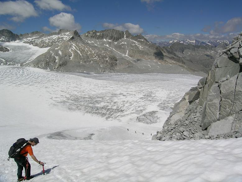 Foto: Andreas Koller / Wandertour / Cresta Croce und Cannone 149 (3330 m) / Steiler Abschnitt im Abstieg von der Cresta Croce / 15.05.2007 23:33:47