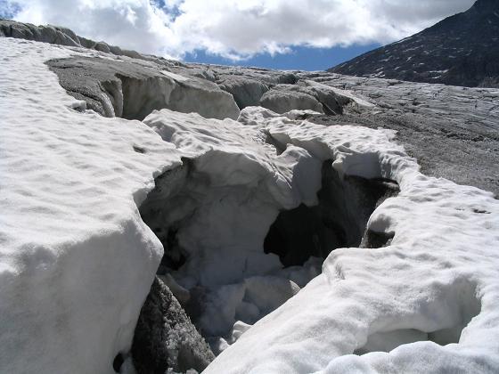 Foto: Andreas Koller / Wandertour / Cresta Croce und Cannone 149 (3330 m) / Spalten am Ghiacciaio del Adamello  / 15.05.2007 23:33:22