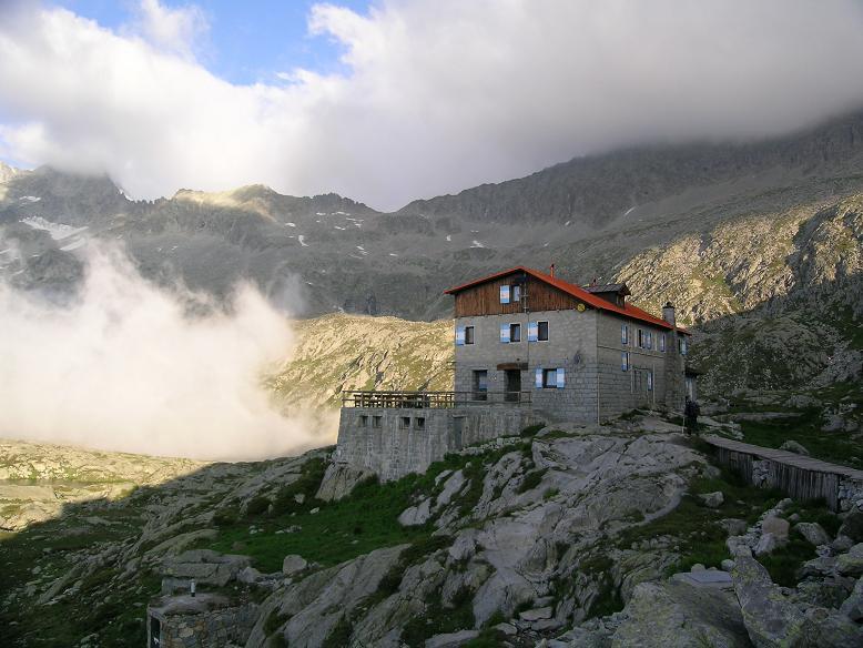 Foto: Andreas Koller / Wandertour / Cresta Croce und Cannone 149 (3330 m) / Das Rif. Mandron / 15.05.2007 23:32:06
