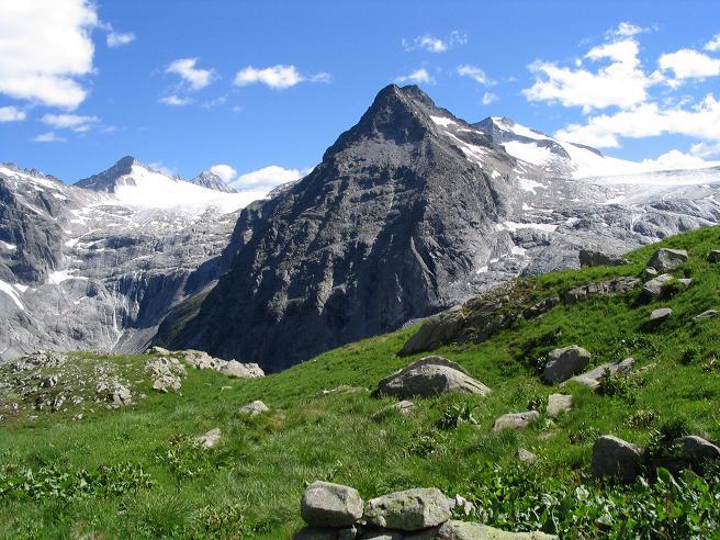 Foto: Andreas Koller / Wander Tour / Cresta Croce und Cannone 149 (3330 m) / Blick auf die Lobbiaspitzen und die Gletscher Adamello und Lobbia / 15.05.2007 23:40:12