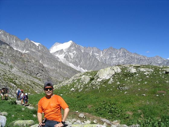 Foto: Andreas Koller / Wandertour / Cresta Croce und Cannone 149 (3330 m) / Im Aufstieg zum Rif. Mandron mit Presanella (3558 m) im Hintergrund / 15.05.2007 23:39:46