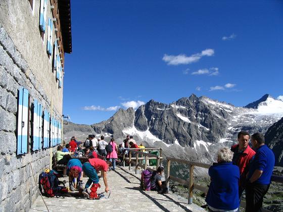 Foto: Andreas Koller / Wander Tour / Cresta Croce und Cannone 149 (3330 m) / Das Rif. Mandron / 15.05.2007 23:38:39
