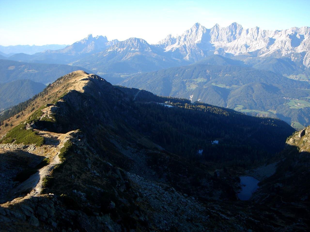 Foto: Manfred Karl / Wander Tour / Gipfelrunde von der Reiteralm auf den Schober (2133m) / Links im Bild der Aufstieg von der Gasselhöhe / 19.06.2007 05:58:56