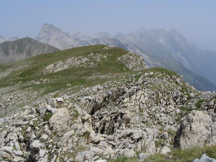 Foto: Andreas Koller / Wandertour / Hoch über St. Anton auf den Stanskogel (2757m) / Blick über den Hirschpleiskopf in die östlichen Lechtaler Alpen / 23.05.2007 20:30:04