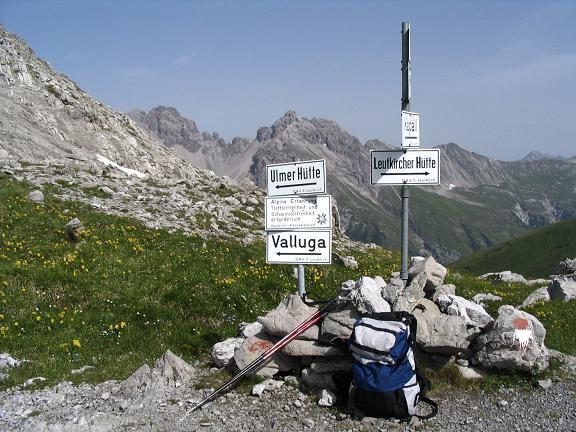 Foto: Andreas Koller / Wandertour / Hoch über St. Anton auf den Stanskogel (2757m) / Wegweiser zum Lechtaler Höhenweg / 23.05.2007 20:33:30