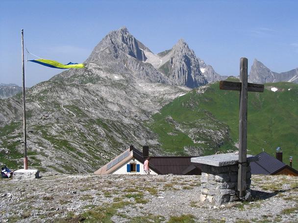Foto: Andreas Koller / Wandertour / Hoch über St. Anton auf den Stanskogel (2757m) / Leutkircher Hütte / 23.05.2007 20:33:15