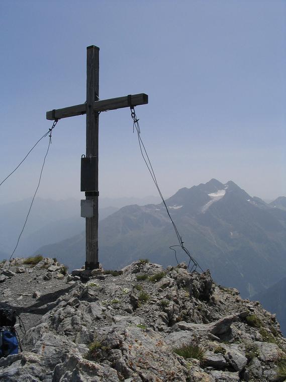Foto: Andreas Koller / Wandertour / Hoch über St. Anton auf den Stanskogel (2757m) / Stanskogel-Gipfelkreuz / 23.05.2007 20:31:48