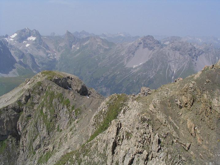 Foto: Andreas Koller / Wandertour / Hoch über St. Anton auf den Stanskogel (2757m) / Blick in die westlichen Lechtaler Alpen / 23.05.2007 20:31:22
