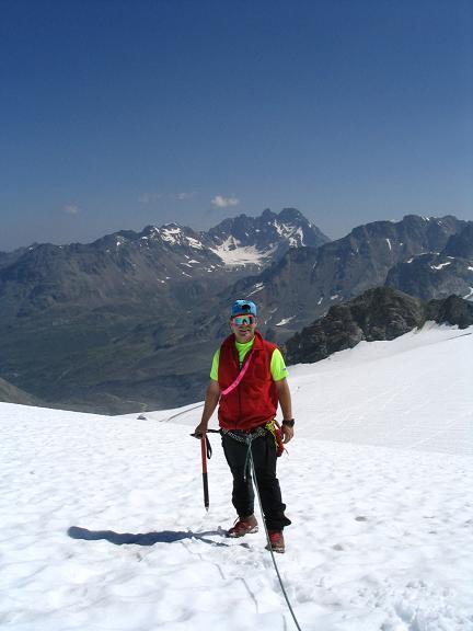 Foto: Andreas Koller / Wander Tour / Vom Jamtal auf die Dreiländerspitze und die Hintere Jamspitze (3197 m) / In der Ochsenscharte gegen Fluchthorn (3399 m) / 20.05.2007 19:48:10
