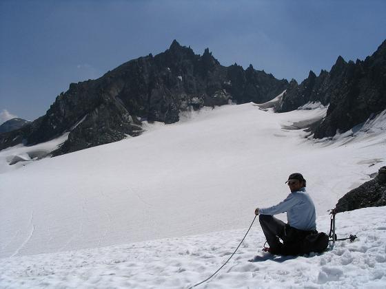 Foto: Andreas Koller / Wander Tour / Vom Jamtal auf die Dreiländerspitze und die Hintere Jamspitze (3197 m) / Blick ins Jamjoch und auf die Vordere Jamspitze (3173 m) / 20.05.2007 19:48:33