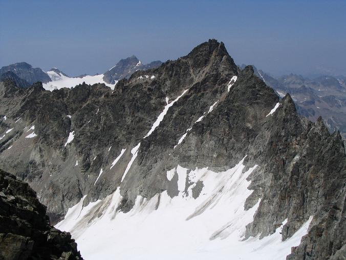 Foto: Andreas Koller / Wander Tour / Vom Jamtal auf die Dreiländerspitze und die Hintere Jamspitze (3197 m) / Die Dreiländerspitze von der Hinteren Jamspitze / 20.05.2007 19:50:16
