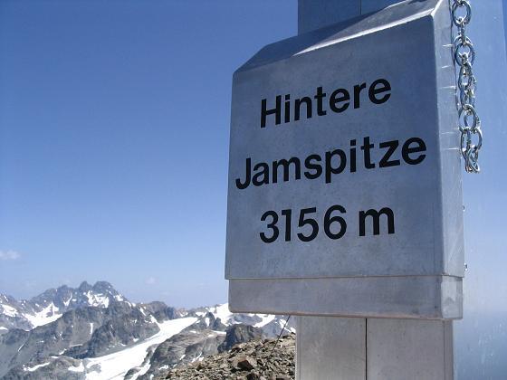 Foto: Andreas Koller / Wander Tour / Vom Jamtal auf die Dreiländerspitze und die Hintere Jamspitze (3197 m) / Am Gipfel der Hinteren Jamspitze / 20.05.2007 19:50:42