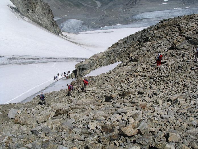 Foto: Andreas Koller / Wander Tour / Vom Jamtal auf die Dreiländerspitze und die Hintere Jamspitze (3197 m) / Abstieg von der Hinteren Jamspitze auf den Jamtal Ferner / 20.05.2007 19:51:58