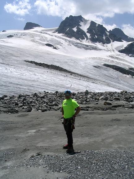 Foto: Andreas Koller / Wander Tour / Vom Jamtal auf die Dreiländerspitze und die Hintere Jamspitze (3197 m) / Am Gletscherende des Jamtal Ferner / 20.05.2007 19:52:18