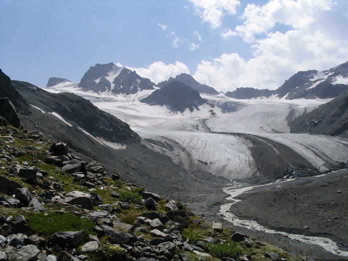 Foto: Andreas Koller / Wander Tour / Vom Jamtal auf die Dreiländerspitze und die Hintere Jamspitze (3197 m) / Jamspitzen, Dreiländerspitze und Jamtal Ferner / 20.05.2007 19:52:38