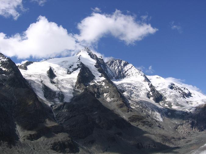 Foto: Andreas Koller / Wandertour / Oberwalderhütte und Überschreitung des Mittleren Bärenkopfes (3358 m) / Großglockner (3798 m) von der Franz Josefs Höhe / 28.05.2007 23:54:01