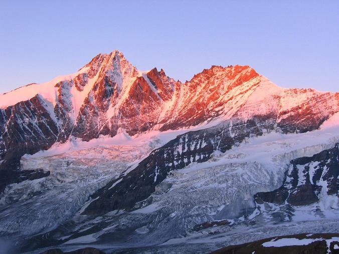 Foto: Andreas Koller / Wandertour / Oberwalderhütte und Überschreitung des Mittleren Bärenkopfes (3358 m) / Abendstimmung am Großglockner (3798 m) / 28.05.2007 23:50:44