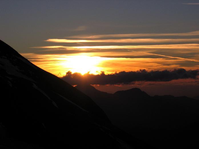 Foto: Andreas Koller / Wandertour / Oberwalderhütte und Überschreitung des Mittleren Bärenkopfes (3358 m) / Sonnenuntergang bei der Oberwalderhütte / 28.05.2007 23:50:23