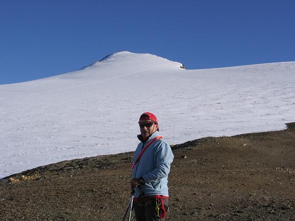 Foto: Andreas Koller / Wandertour / Oberwalderhütte und Überschreitung des Mittleren Bärenkopfes (3358 m) / Am Gletscherrand des Pasterzenbodens gegen Bärenkopf / 28.05.2007 23:49:38